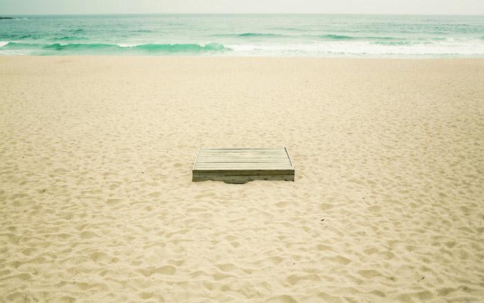 mnml_beach_pt2_2_desktopsmall.ZjgLD9Q0l0HX.jpg